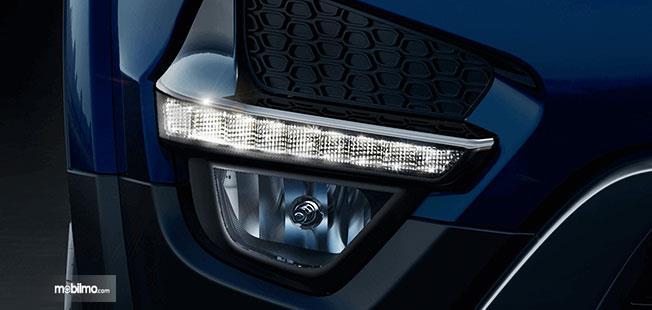 Foto fog lamp dan DRL pada mobil Tata Hexa