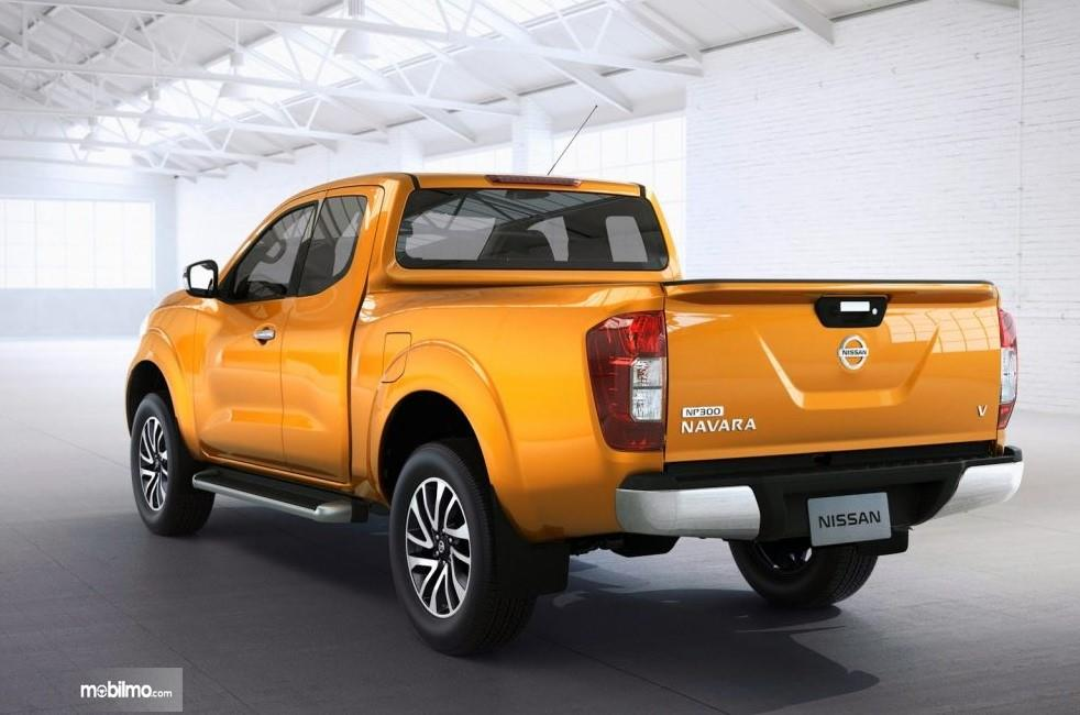 Foto Nissan Navara 2.5 VL AT 2019 dari arah belakang