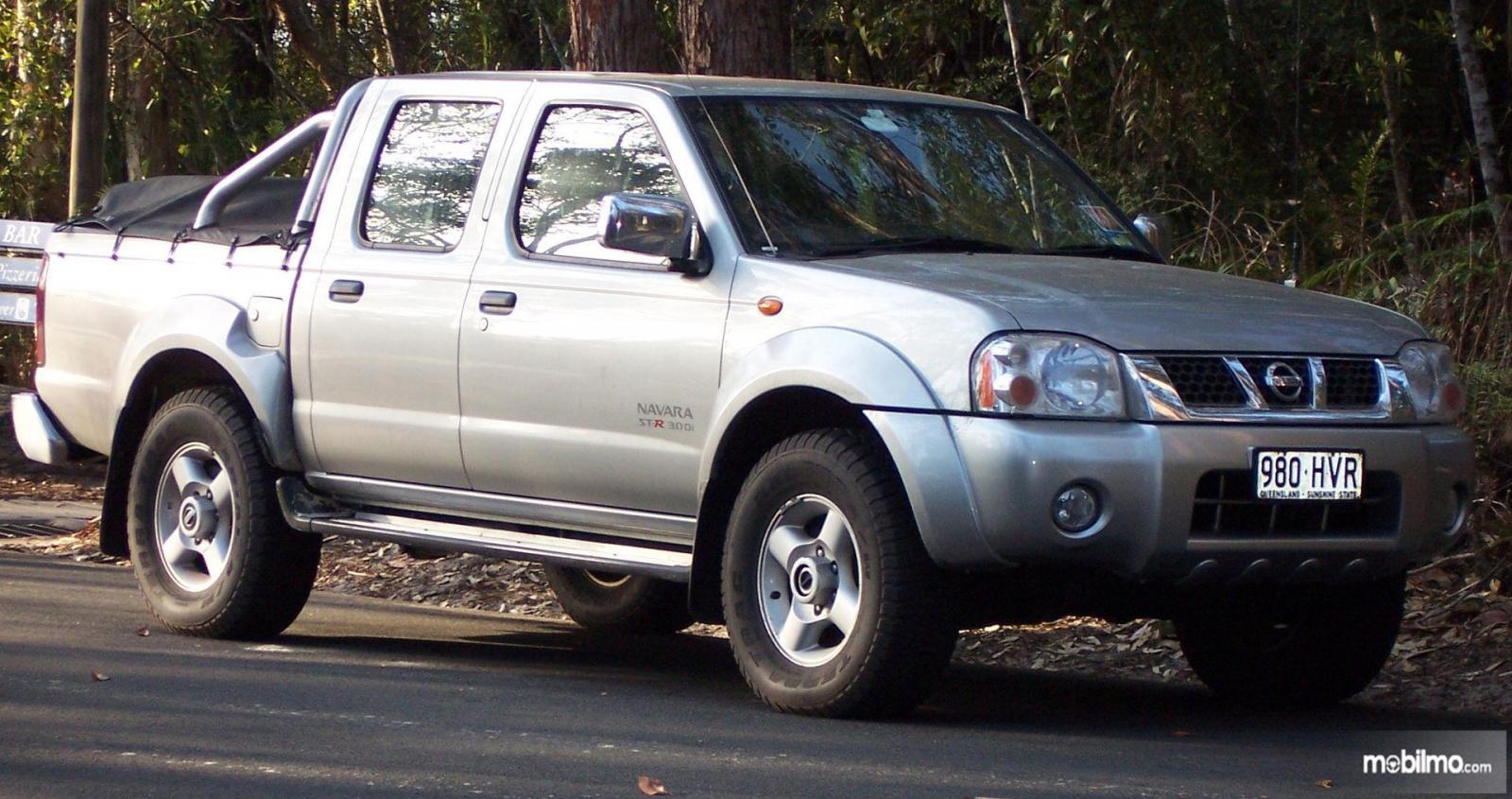Foto Nissan Navara generasi pertama