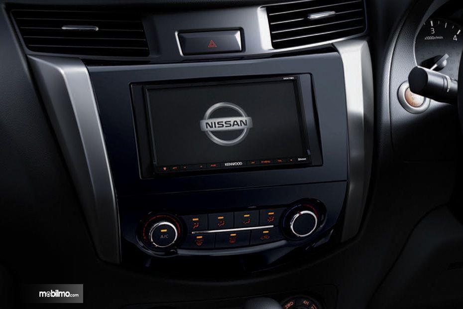 Foto head unit Nissan Navara 2.5 VL AT 2019 berukuran 7 inchi