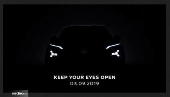 Gambar ini menunjukkan gambar teaser Nissan Juke yang bmasih tertutup warna hitam
