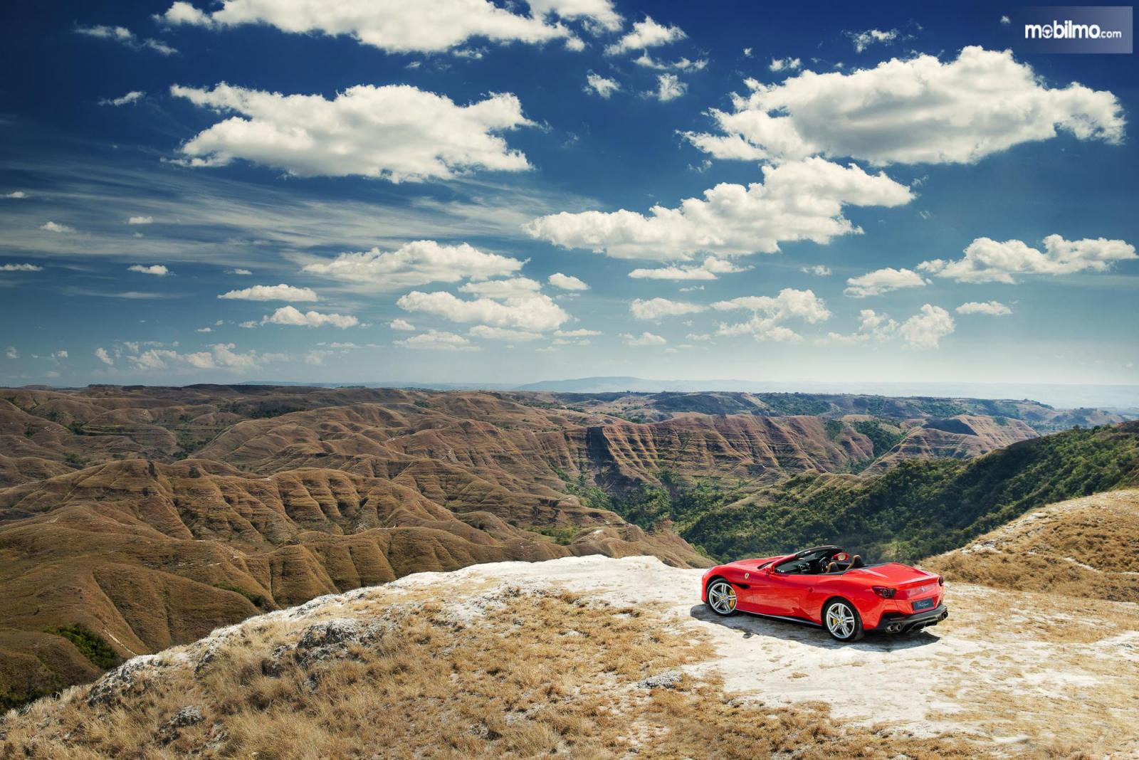 Foto Ferrari Portofino di Sumba area Bukit Hiliwuku
