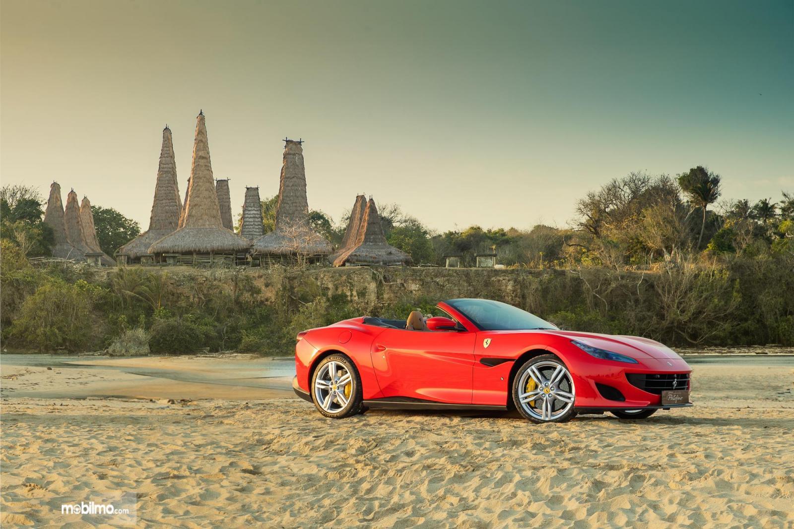 Foto Ferrari Portofino di Pantai Sumba