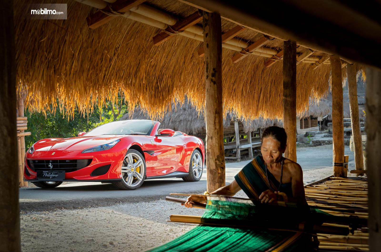 Foto Ferrari Portofino di Sumba area Kampung Adat Megalitikum Prai Ijing