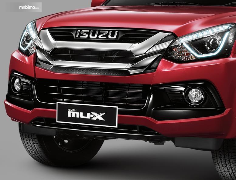 Gambar menunjukkan bumper depan Isuzu MU-X 2019 Indonesia