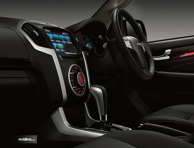 Gambar menunjukkan layout interior Isuzu MU-X 2019 Indonesia