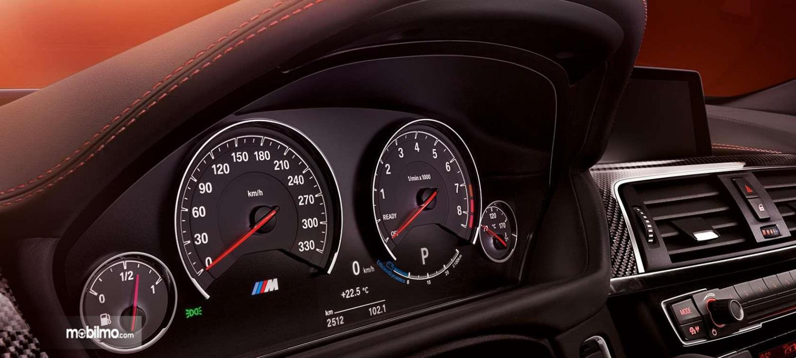 Foto Dashboard BMW M4 Coupé