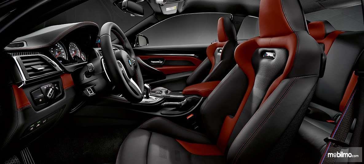 Foto kabin mewah BMW M4 Coupé 2019