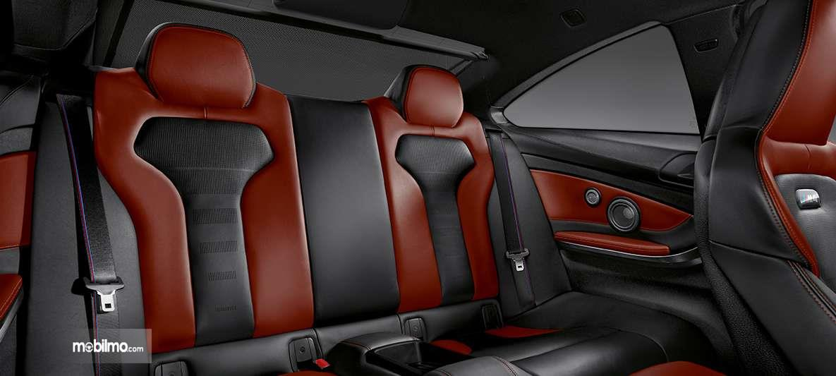 Foto kabin belakang BMW M4 Coupé