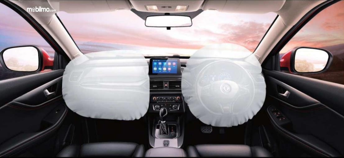 Foto menggambarkan 2 Airbag DFSK Glory 560 mengembang