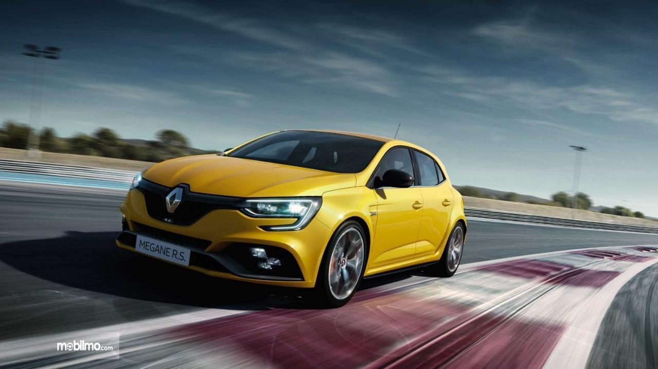 Gambar menunjukkan Mobil Renault Megane R.S