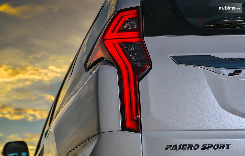 Foto taillight Mitsubishi Pajero Sport GT-Premium