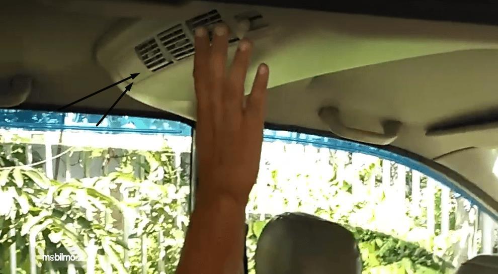 Gambar ini menunjukkan blower aca belakang Toyota Avanza 2008