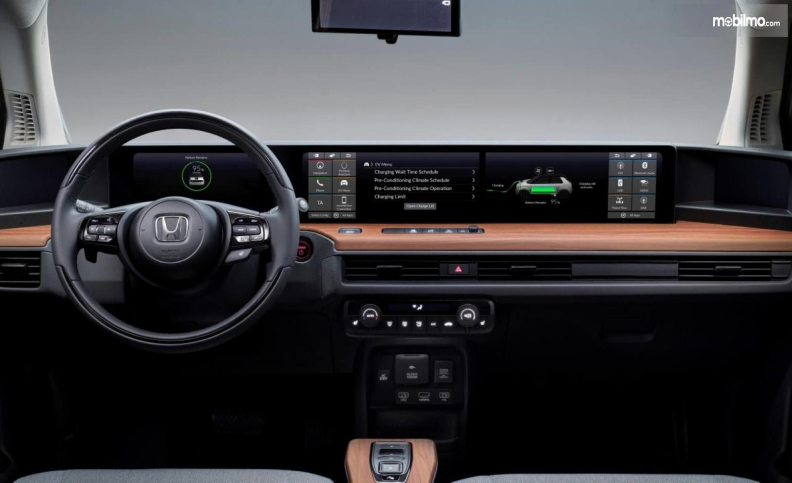 Foto Dashboard dan setir Honda e