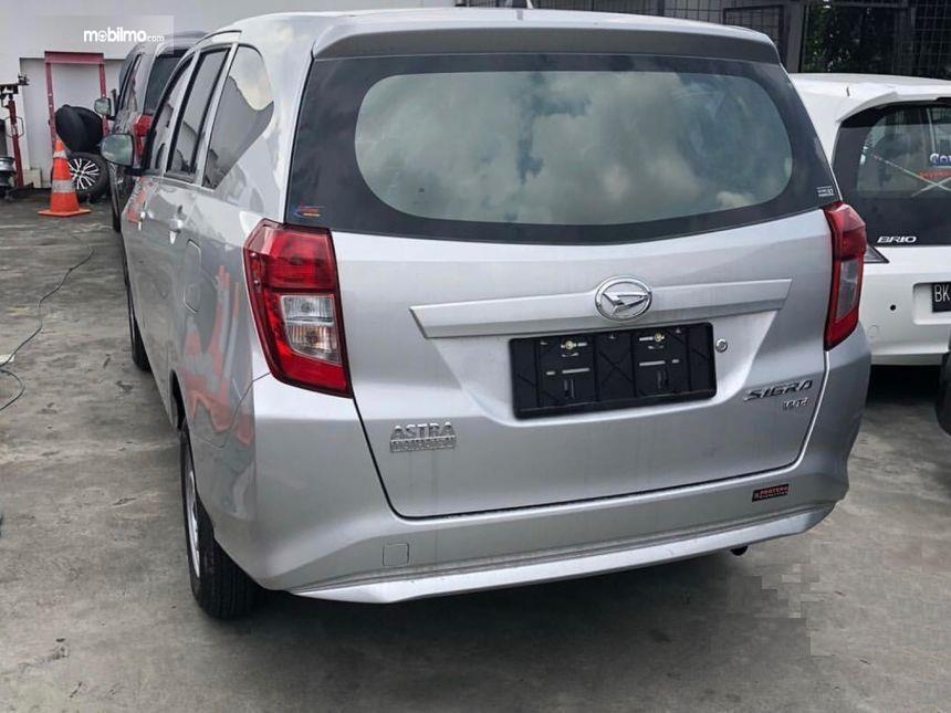 Foto menunjukkan Bagian belakang Daihatsu Sigra 1.0 D MT 2016