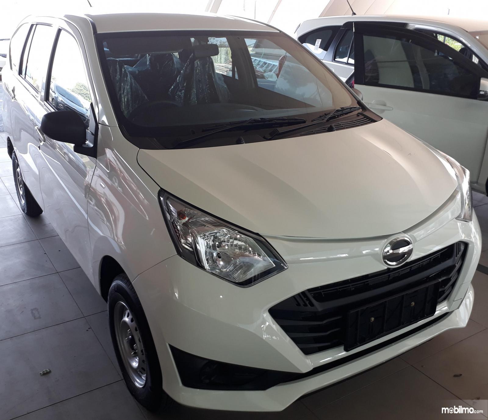 Foto Bagian depan Daihatsu Sigra 1.0 D MT 2016