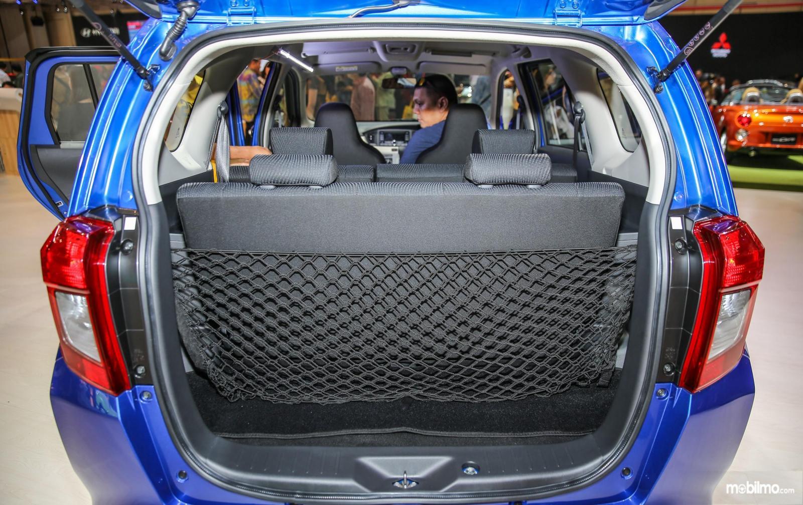 Foto Bagasi Daihatsu Sigra 1.2 R AT Deluxe 2016 dalam kondisi kursi tidak terlipat