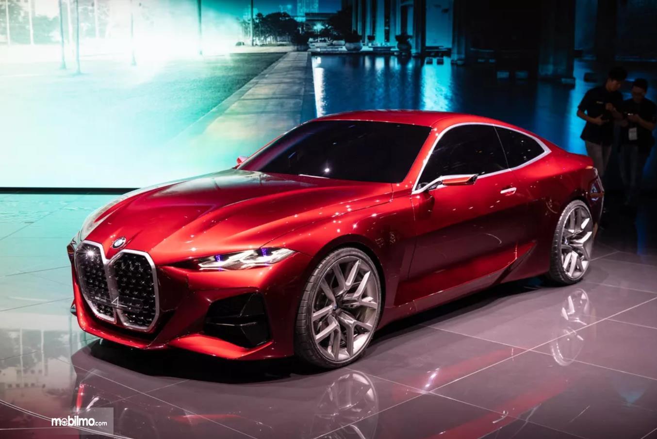 Foto menunjukkan BMW Concept 4 di pameran Frankfurt Motor Show 2019
