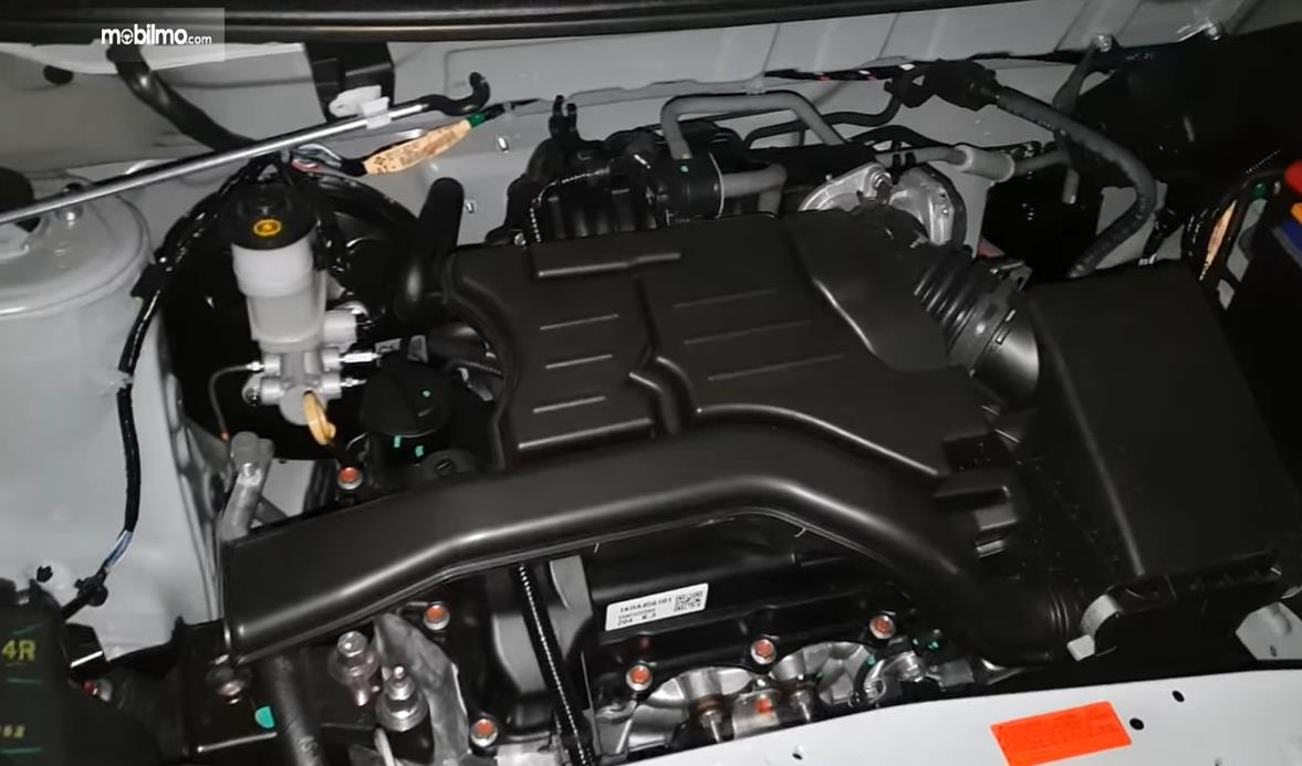 Foto menunjukkan Mesin Daihatsu Sigra 1.0 D MT 2016