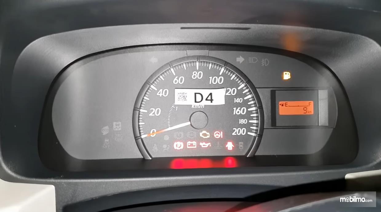 Foto menunjukkan Speedometer Daihatsu Sigra 1.0 D MT 2016