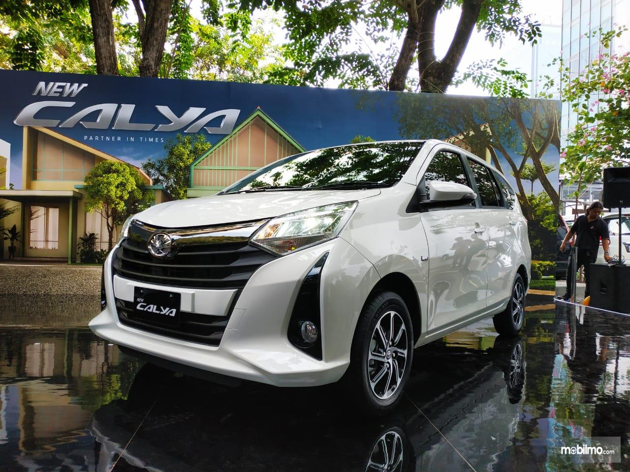 Foto menunjukkan tampilan baru Toyota Calya 2019