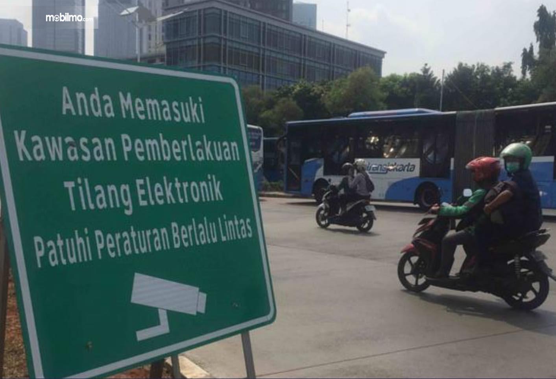Foto Rambu-rambu tilang elektronik di salah satu sudut jalan ibu kota