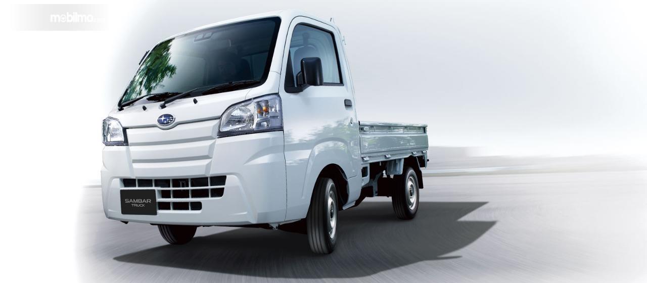 Gambar menunjukkan tampilan depan Subaru Sambar Truck 2019