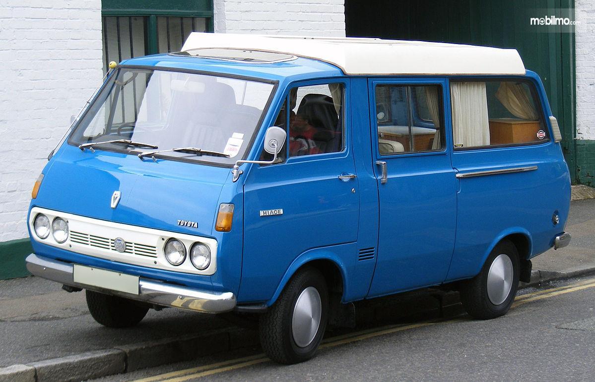 Foto Toyota Hiace 1967 - generasi pertama Toyota Hiace