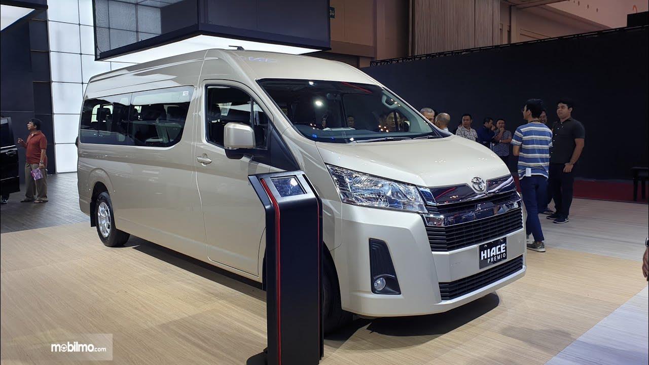 Foto Toyota Hiace Premio 2019 saat tampil di GIIAS 2019