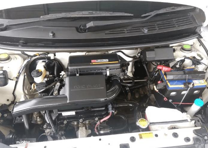Gambar ini menunjukkan mesin mobil  Toyota Agya 2016