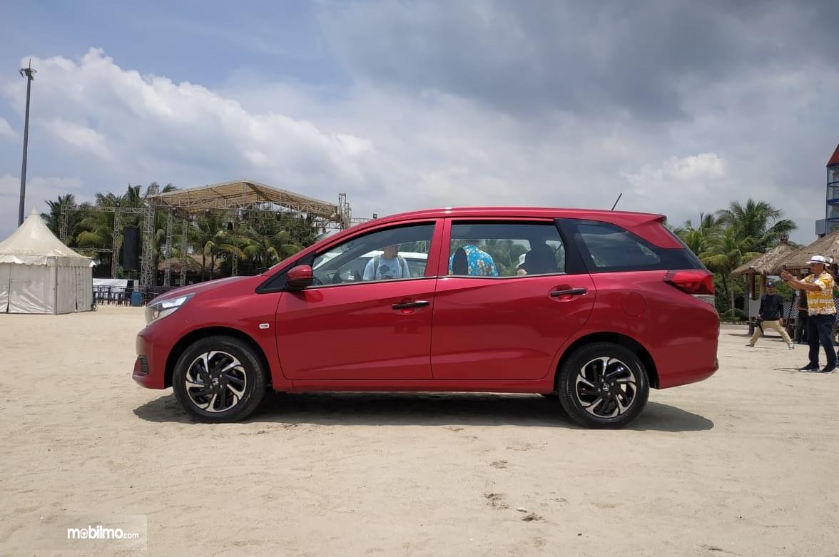 Foto New Honda Mobilio S MT 2019 dari arah samping