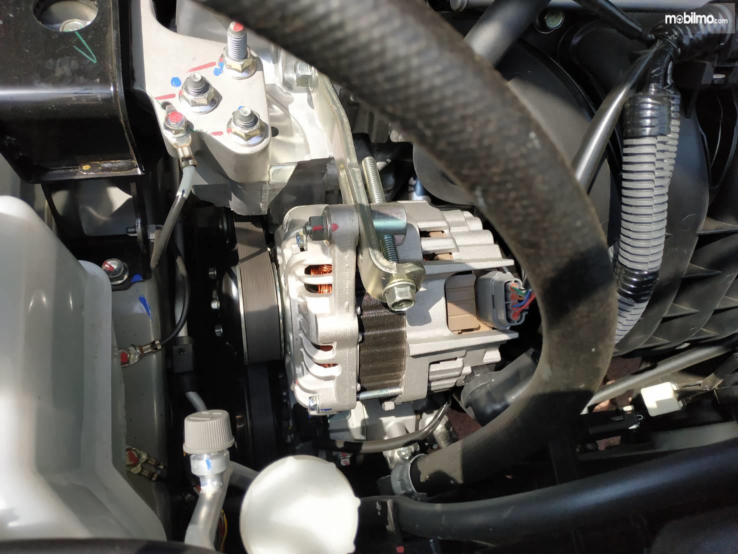 Gambar menunjukkan Alternator mobil Nissan All New Livina