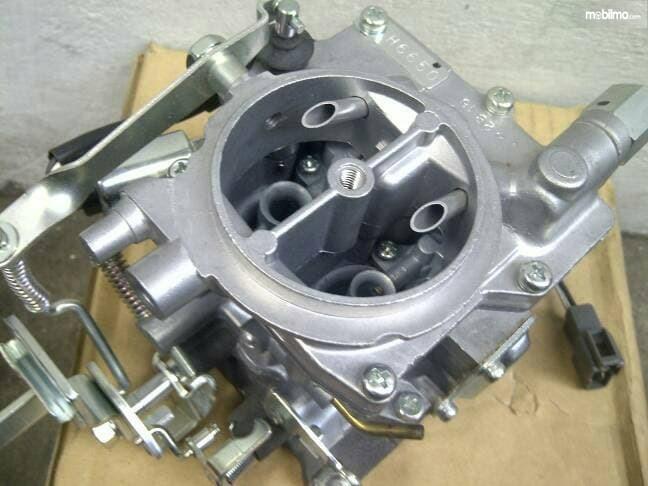 Gambar menunjukkan Karburator Toyota Kijang 5K Aisan Japan