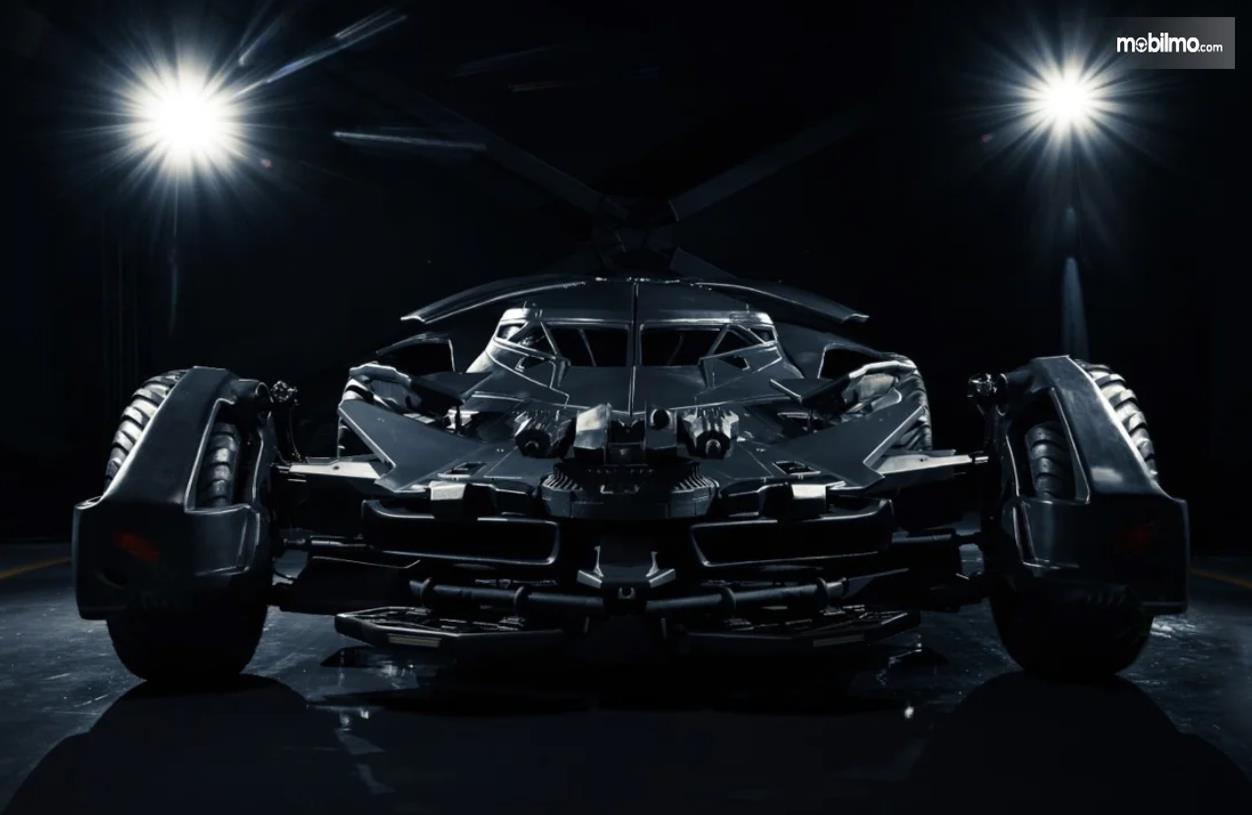 Foto Batmobile FastBoomPro tampak dari depan