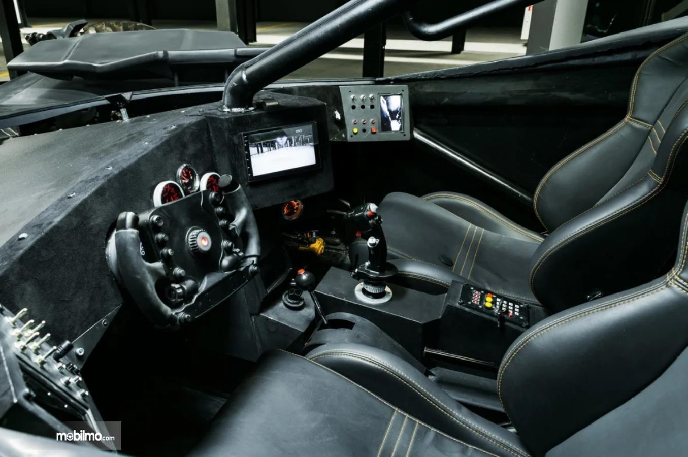 Foto interior Batmobile FastBoomPro