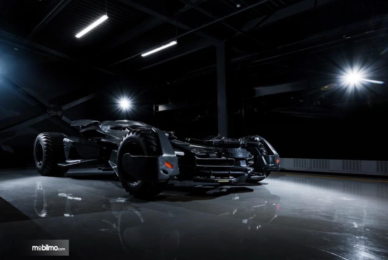 Foto menunjukkan Batmobile FastBoomPro dari arah samping depan