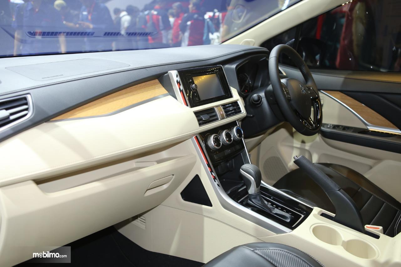 Foto Kabin depan Mitsubishi Xpander Limited AT 2019
