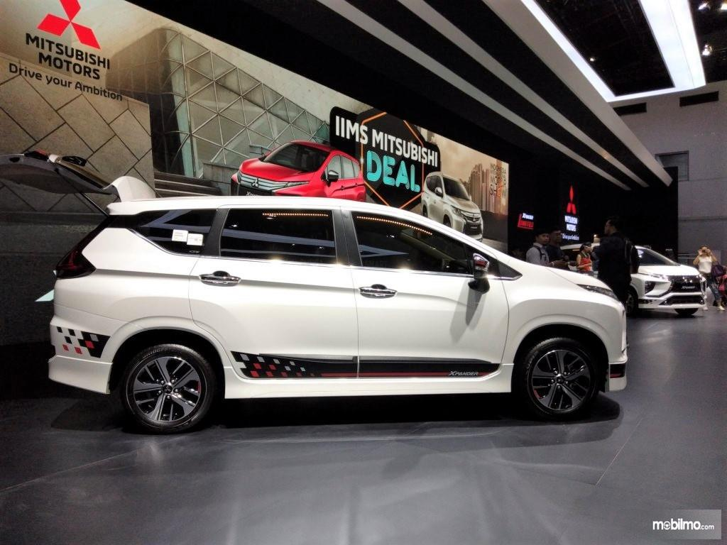 Foto Mitsubishi Xpander Limited AT 2019 tampak dari samping