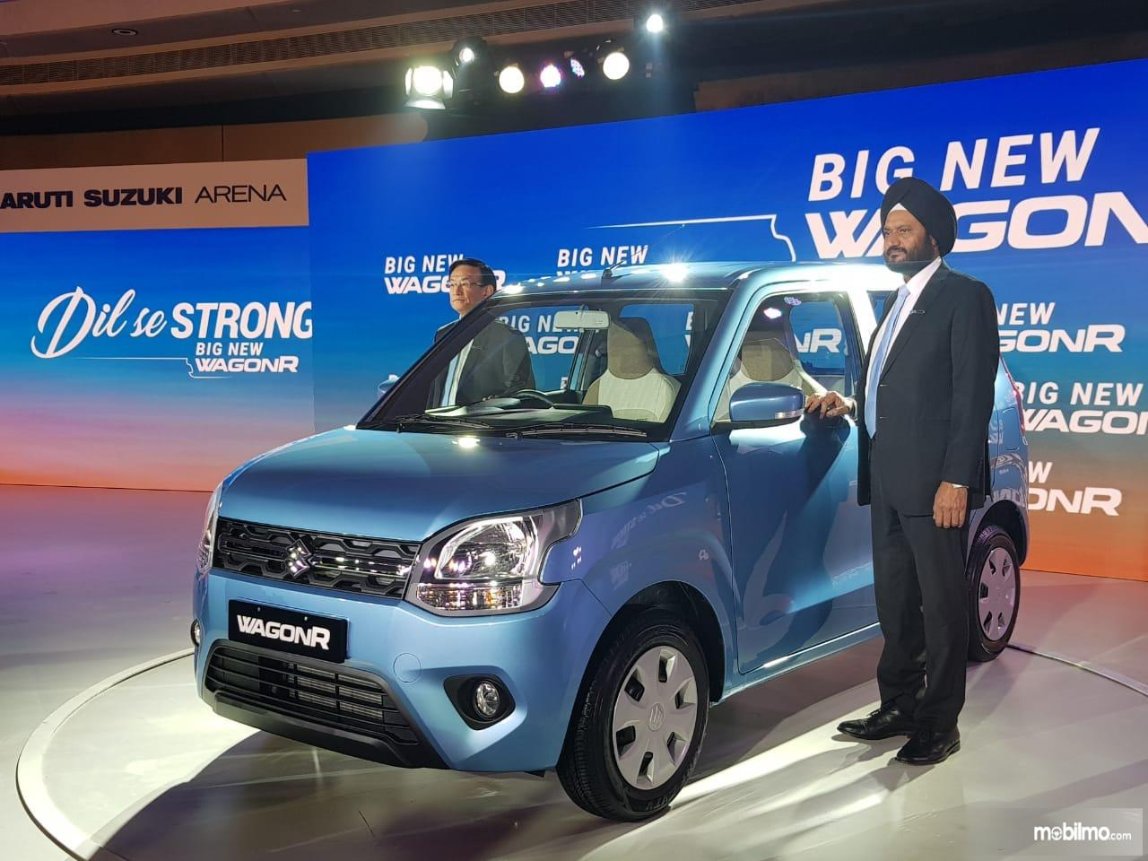 Foto Suzuki Wagon R berwarna biru saat diluncurkan di India