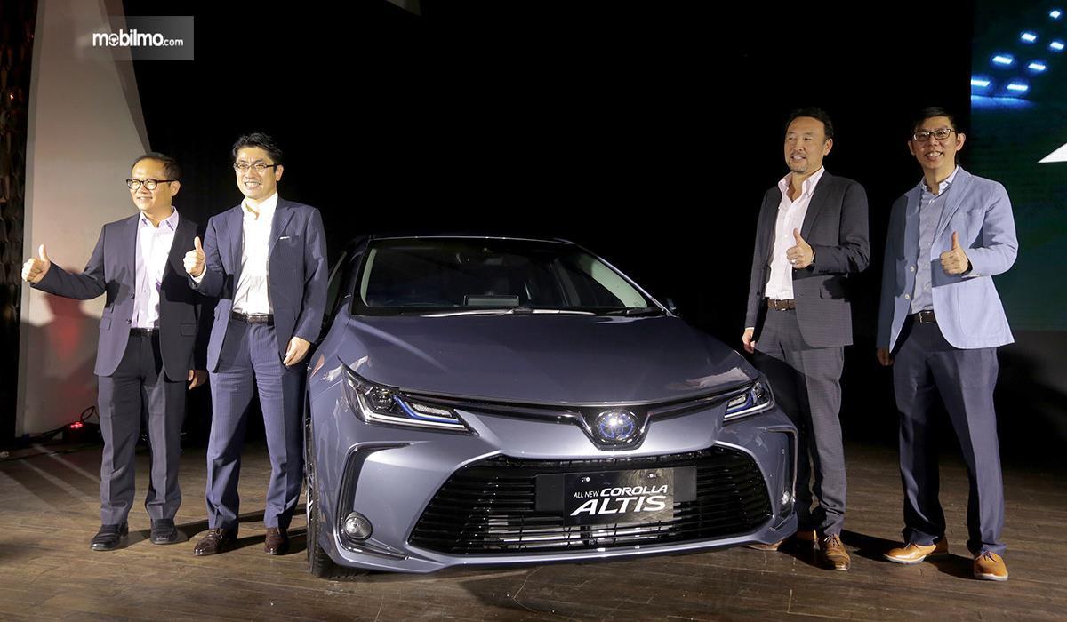 Foto Toyota Corolla Altis Hybrid 2019 saat diluncurkan di Indonesia