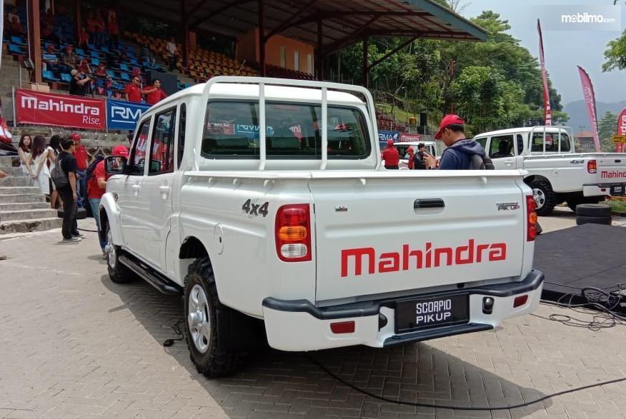 Foto Mahindra Scorpio Pik up tampak dari samping belakang
