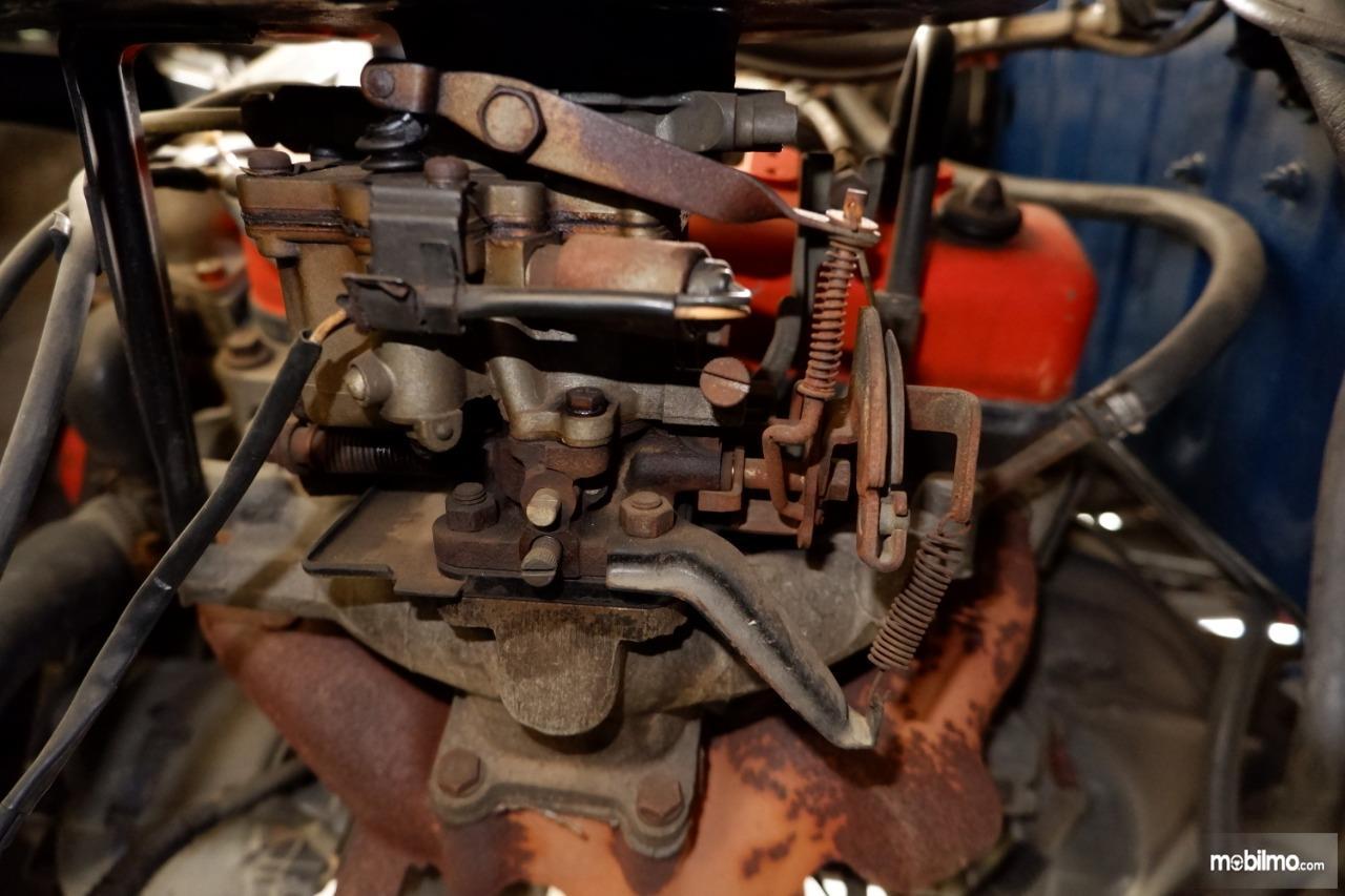 Gambar menunjukkan karburator AISAN Toyota Kijang