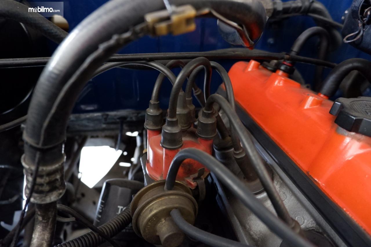 Gambar menunjukkan Distributor pengapian Toyota Kijang