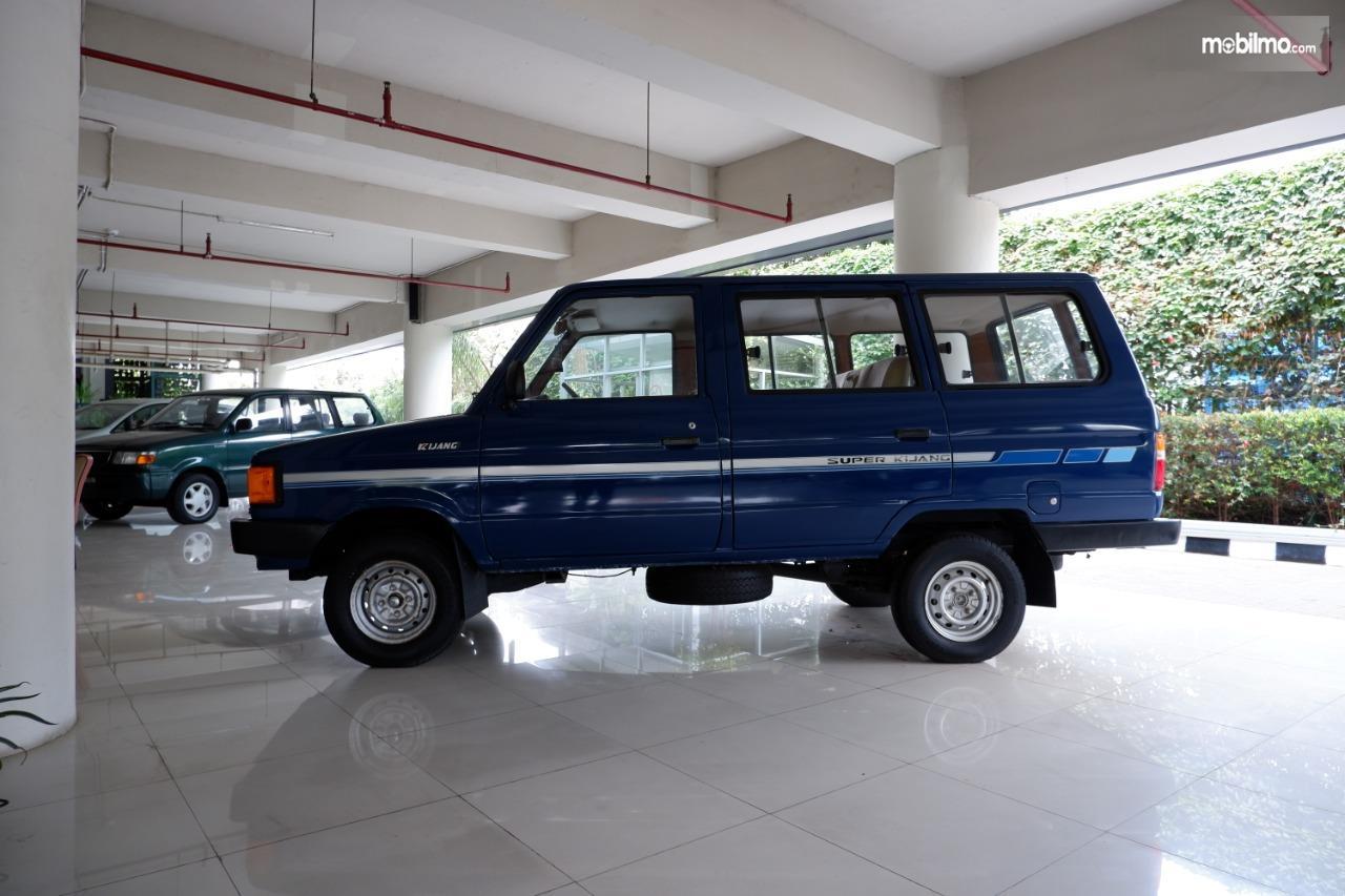 Gambar menunjukkan Toyota Kijang KF50