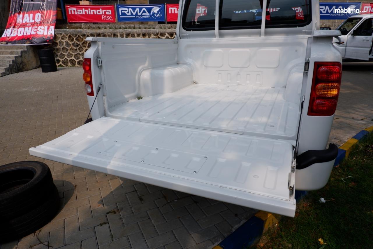 Gambar menunjukkan Mobil pikap Mahindra Scorpio Pikap