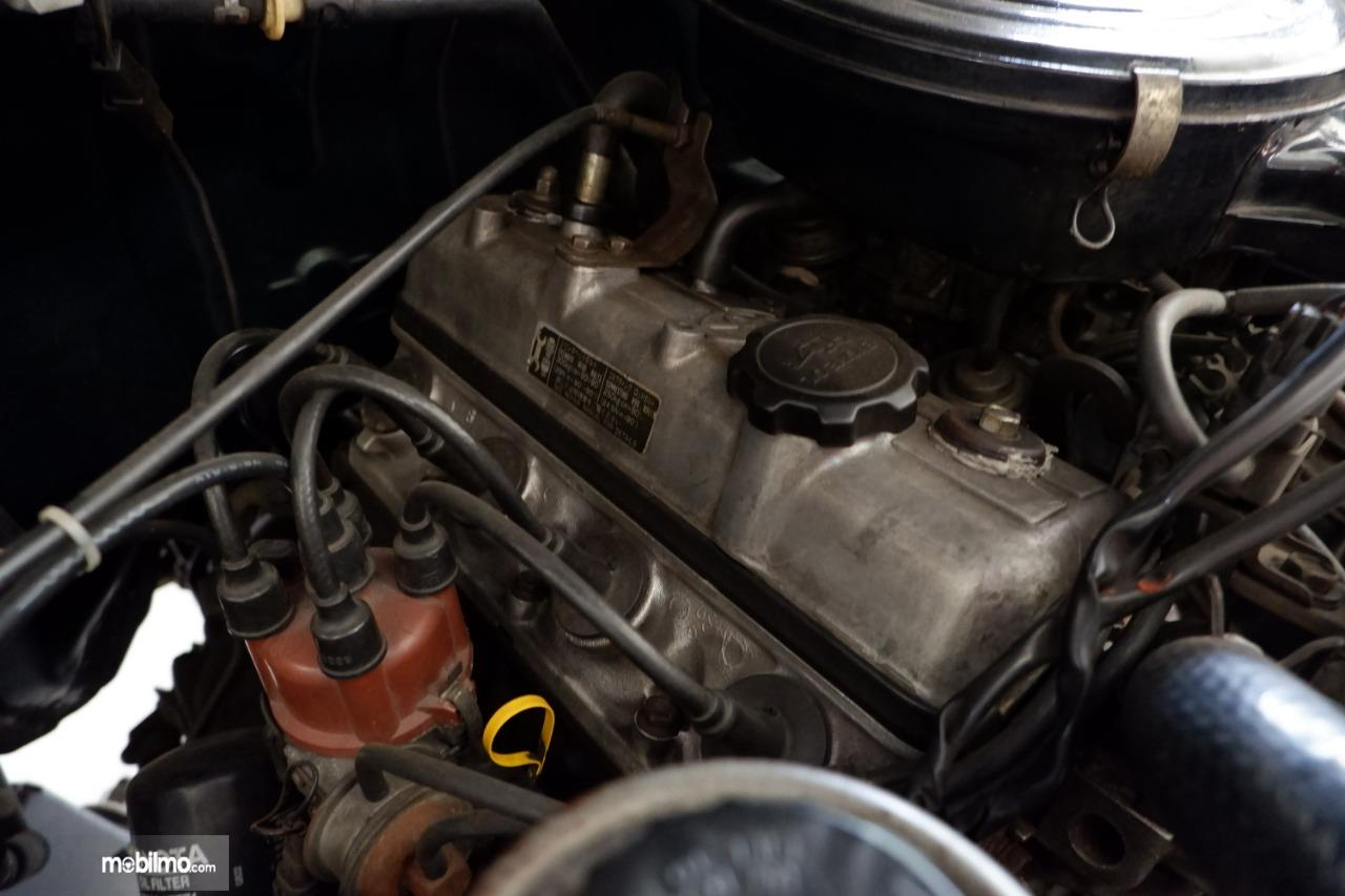 Gambar menunjukkan mesin 7K Toyota Kijang