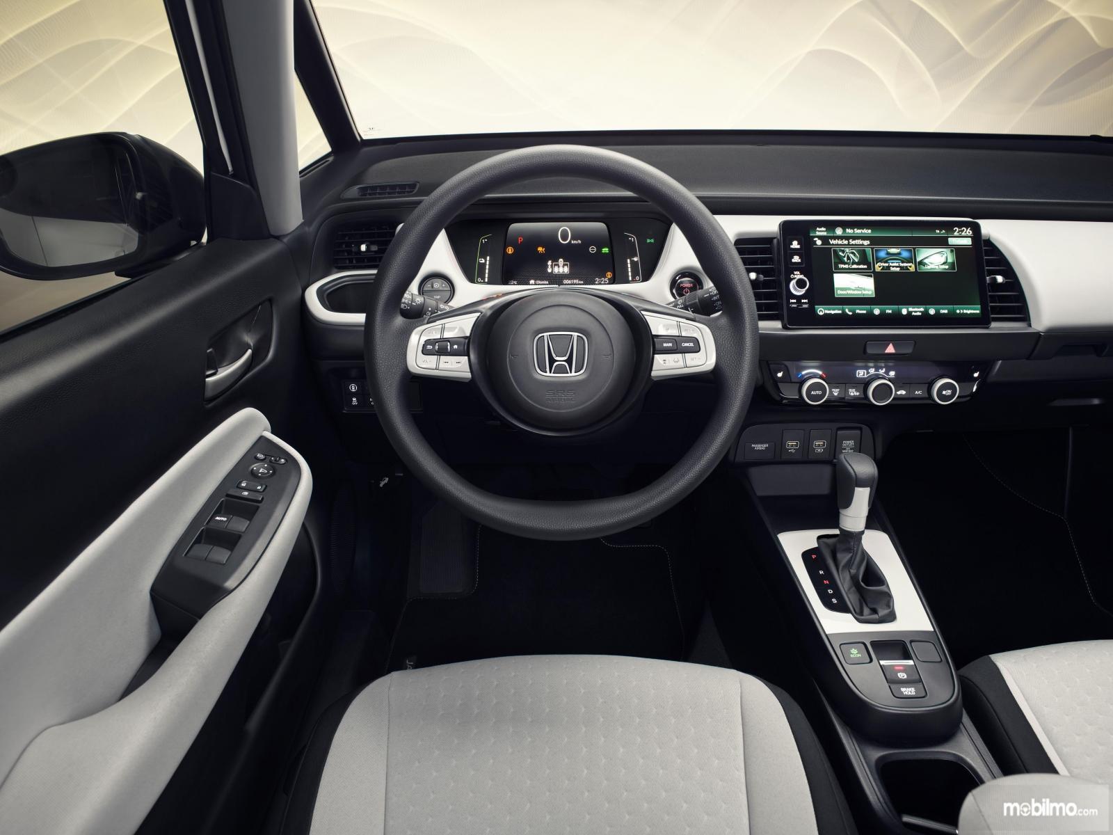 Gambar menunjukkan layout dasbor All New Honda Jazz 2020