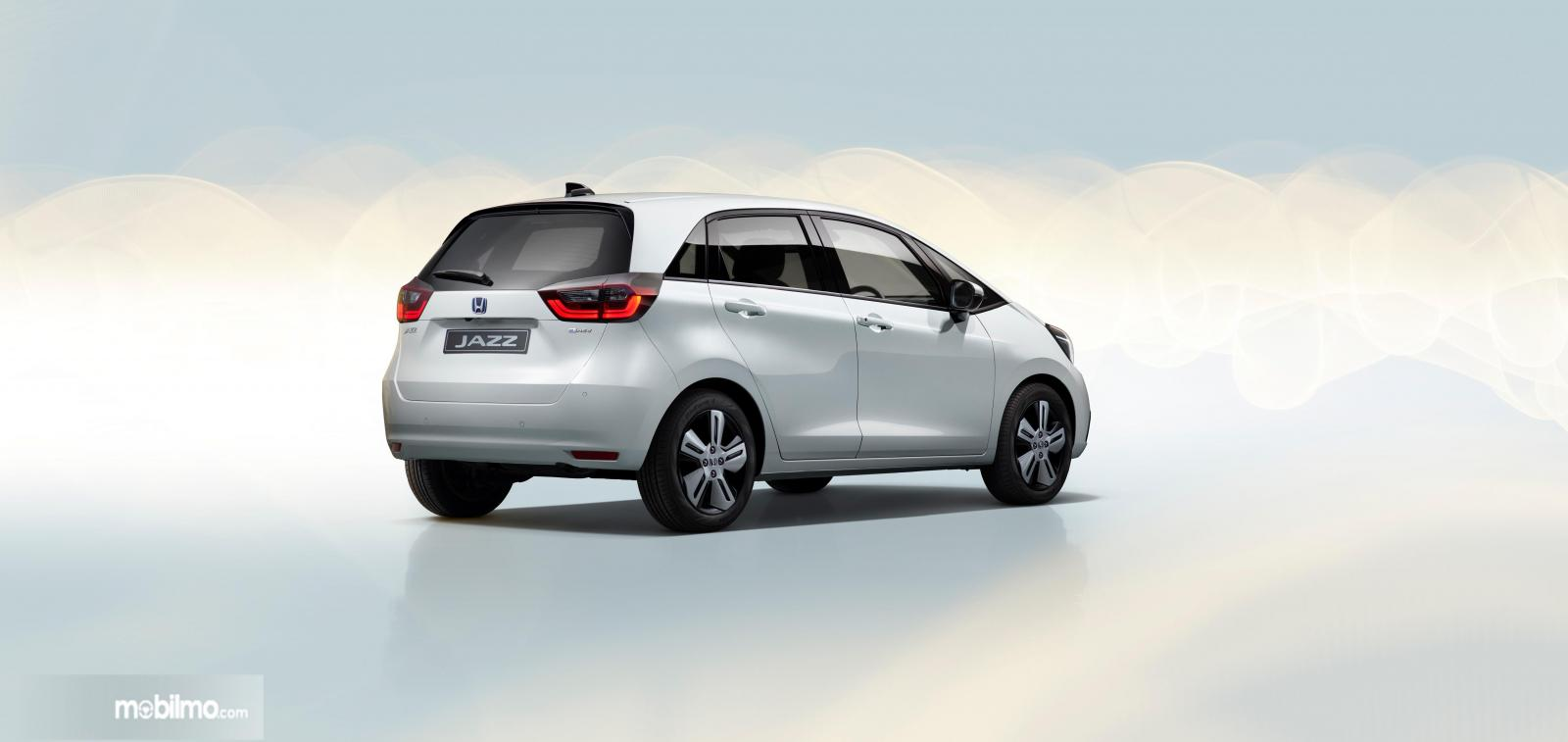 Gambar menunjukkan tampilan belakang All New Honda Jazz 2020