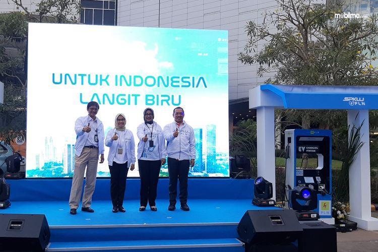 Foto bersama saat Peresmian SPKLU di Aeon Mall BSD City Tangerang Banten