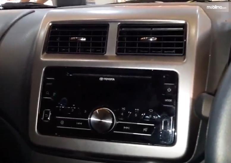 Foto fitur audio Toyota Agya 1.0 G M/T Facelift 2017
